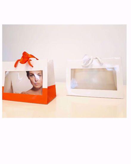 Afbeelding van Geschenk tassen en cadeautasjes, (witte linten )direct uit voorraad leverbaar